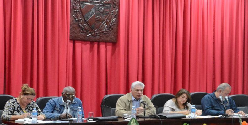 Si en una trinchera se defiende a la Revolución es en la producción de alimentos, señaló Díaz-Canel. Fotos:@PresidenciaCuba