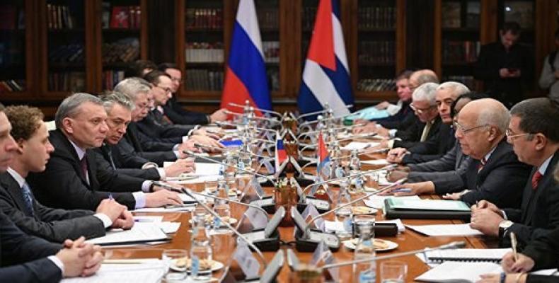 Cabrisas y Siluanov pasaron revista a los principales proyectos económicos que se desarrollan entre Cuba y Rusia.Foto:Embacuba Rusia.