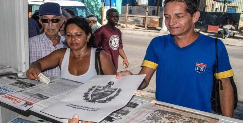 La prensa vietnamita destaca que el proceso de consulta es expresión del carácter democrático y participativo del Estado cubano. Fotos: Archivo