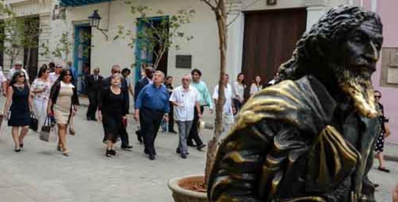 Eusebio Leal, Antonio Guterres y Alicia Bárcena en un recorrido por el centro histórico de La Habana. (Foto: Abel Padrón Padilla/ACN)