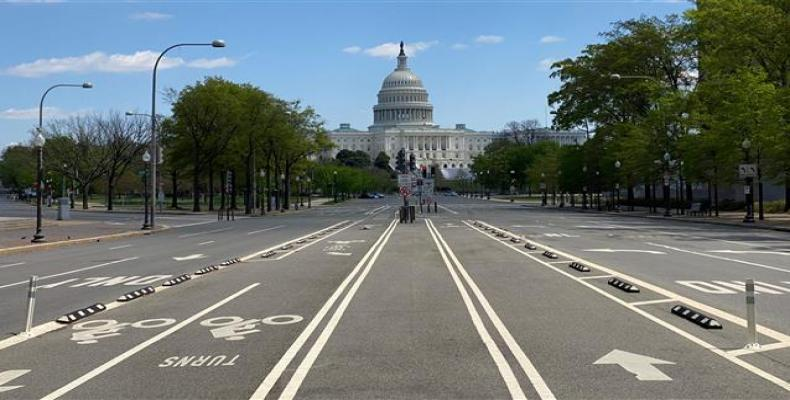 Empty Pennsylvania Avenue in the U.S. Capitol on April 15, 2020. (Photo: AFP)