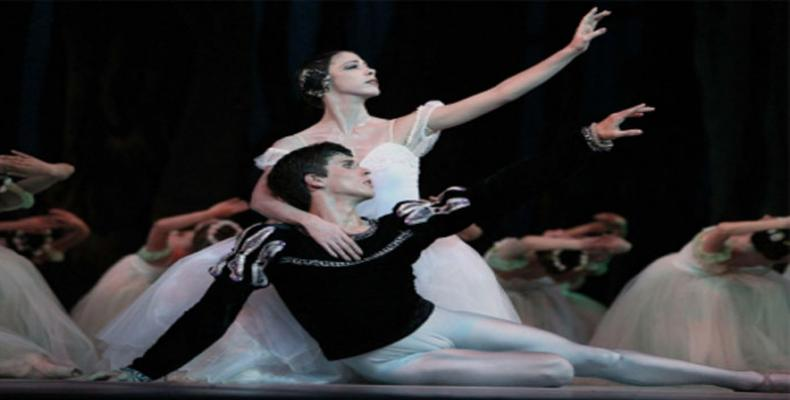 Anette Delgado and Dani Hernández in Giselle