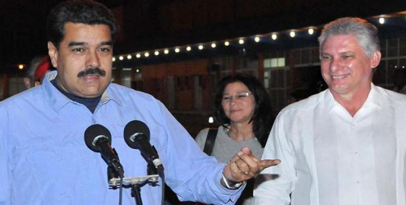 Maduro a su llegada a La Habana, donde fue recibido por Díaz-Canel.  Foto:  Diario Granma