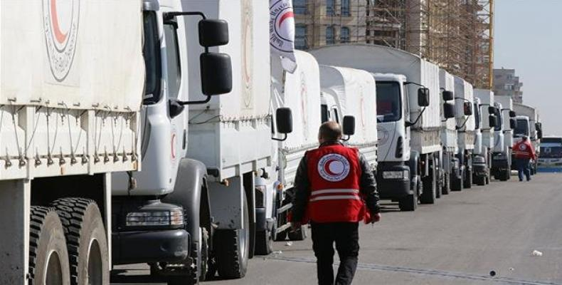 A Syrian Arab Red Crescent (SARC) convoy prepares to leave Damascus to the besieged areas of Madaya and Zabadani during an operation in coordination with the UN