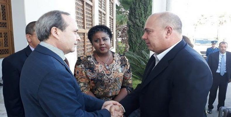Prime minister of Algeria receives visiting Cuban health minister. Photo: Cubadebate