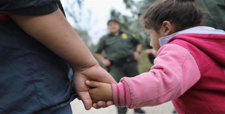 U.S. immigrants arrested trying to save children in custody.  Photo: AP