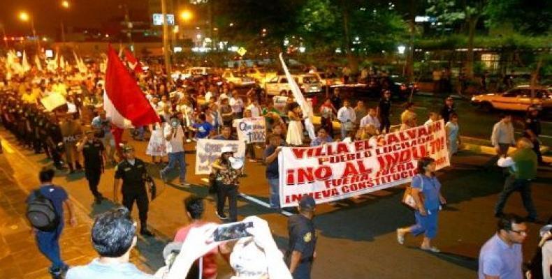 Peruanos protestan contra indulto a Fujimori