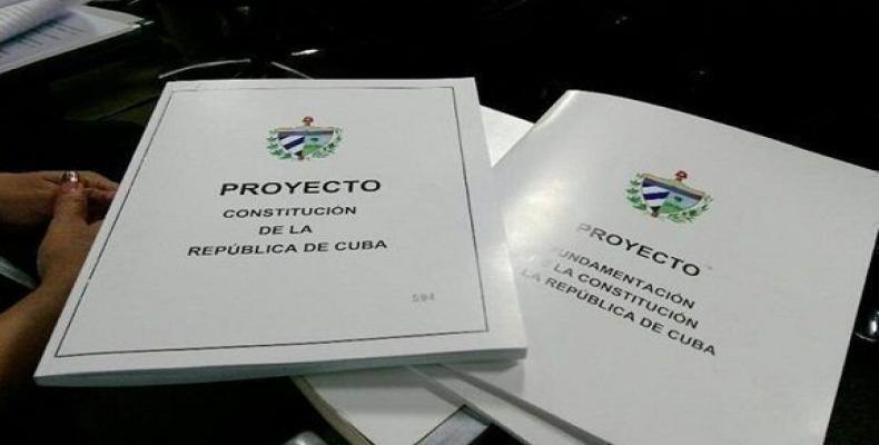Los ciudadanos tienen una alta responsabilidad en el estudio del Proyecto de Constitución y en la participación en la consulta popular. Fotos: Archivo