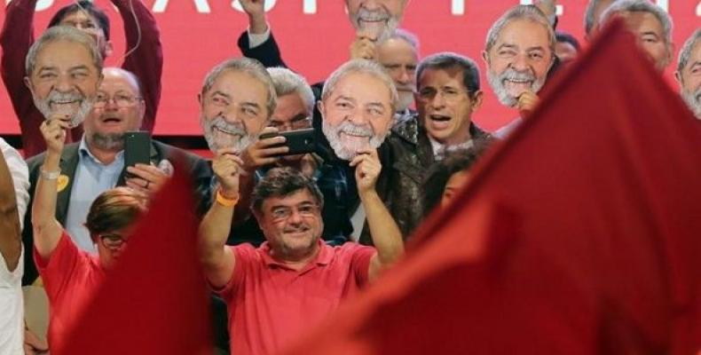 Supporters of Lula da Silva rally over the weekend.  Photo: Reuters