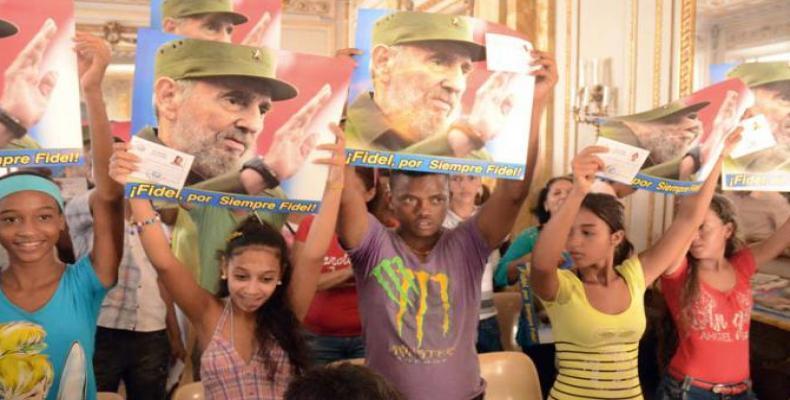 Jóvenes de la enseñanza media resaltaron el amor, la gratitud, la admiración, los buenos augurios en un hermoso agasajo obsequiado al Comandante en Jefe Fidel