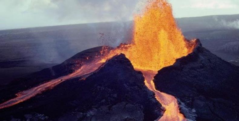 Con la erupción del volcán Kilauea permanece vigente la orden de evacuación para varias áreas de esa región.Foto:Internet.