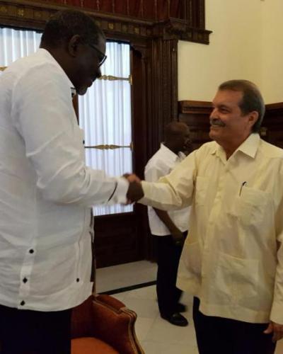 Elhadj As Sy (I) y Abelardo Moreno (D), en La Habana. Foto: Cubaminrex