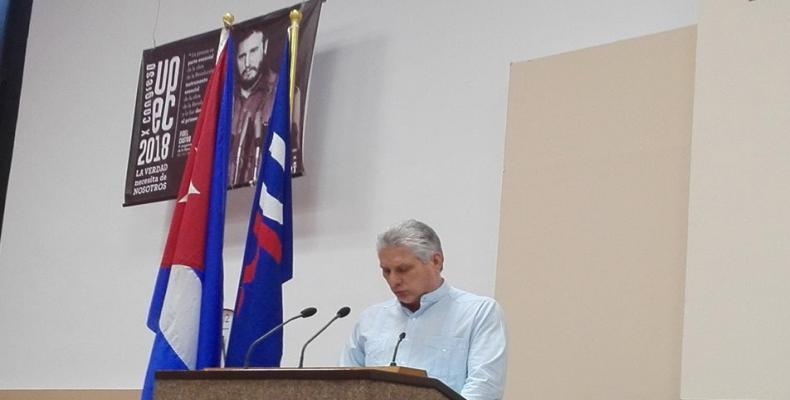 Aceptenme como uno más en el gremio, pidió el presidente cubano a los periodistas en la clausura del congreso./Foto:Abel Padrón Padilla(ACN)