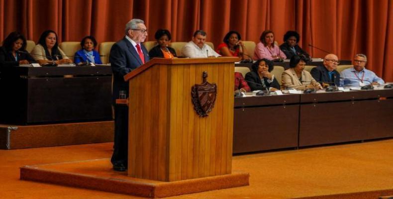 Raúl Castro, proklamo de nova Konstitucio