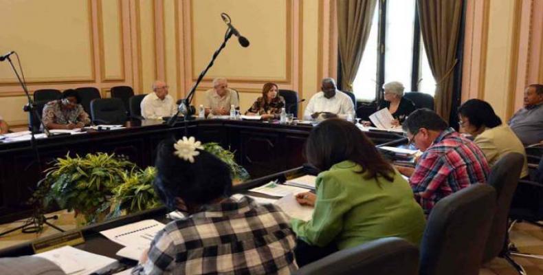 El encuentro fue en la nueva sede del Parlamento cubano