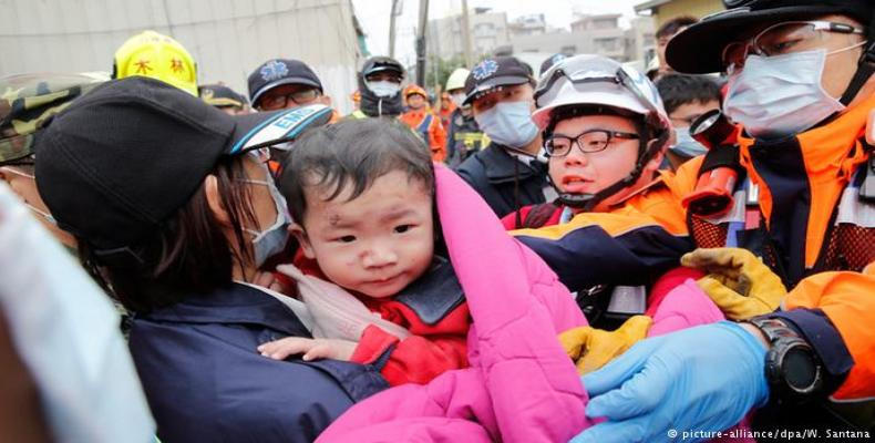 Continua busca de sobreviventes do terremoto em Taiwan