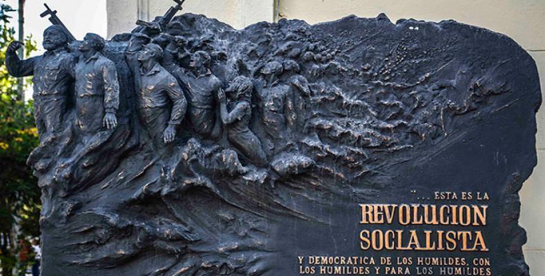 Monumento en la stratoj 23 kaj 12 en Havano