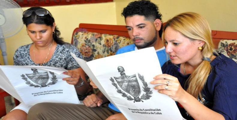 Es creciente la posibilidad que tienen los miembros de las organizaciones estudiantiles de aportar ideas al Proyecto de Constitución. Fotos: Archivo