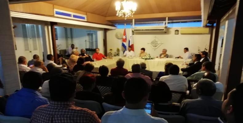 La vicepresidenta cubana intercambió con integrantes del Movimiento de Solidaridad con nuestro país en Panamá.Fotos:@OficinaCuba.