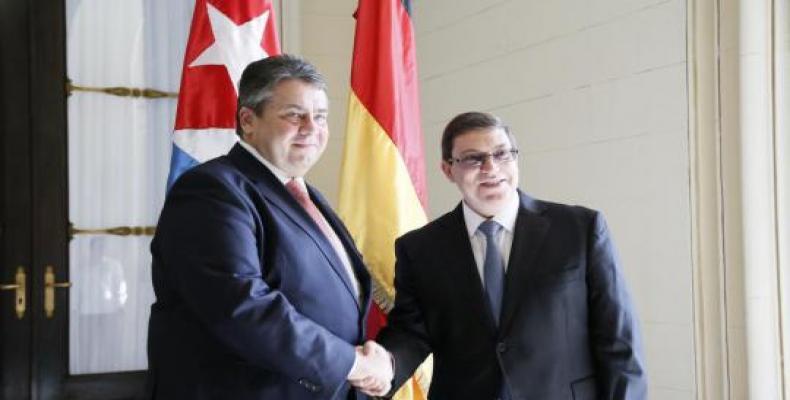 Sigmar Gabriel (I) junto a Bruno Rodríguez (D) en La Habana. Foto: CubaMinrex