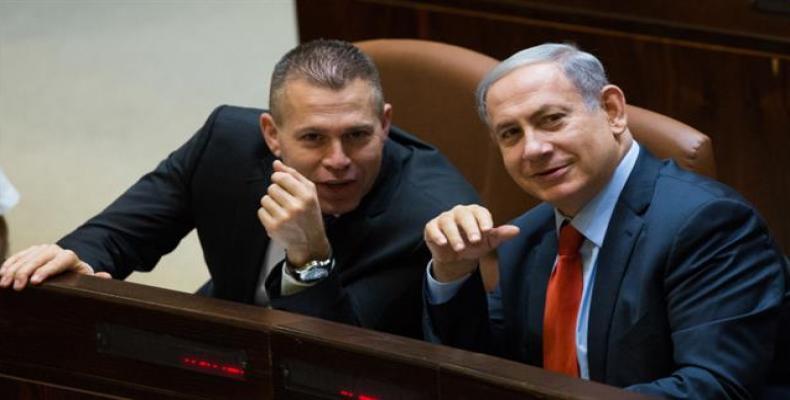 File photo shows Israeli Public Security Minister Gilad Erdan (L) next to Israeli Prime Minister Benjamin Netanyahu in the Israeli Knesset in Jerusalem.   Photo