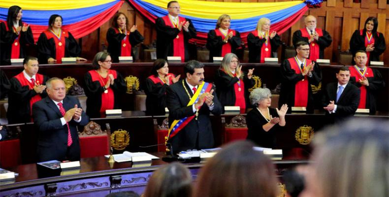 Supera Kortumo de Venezuelo subtene al Nicolás Maduro