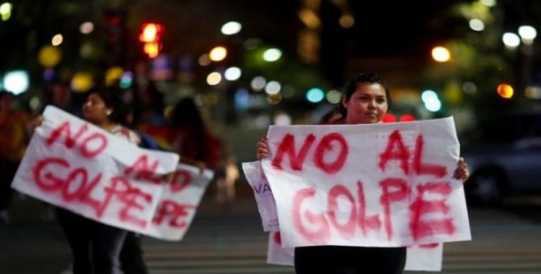 """Bolivian residents in Argentina hold placards that read """"No to the coup"""" in support of Bolivian President Evo Morales. (Photo: Reuters)"""
