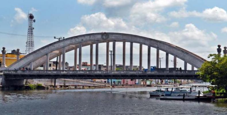Los puentes en Matanzas vienen a ser parte de la geografía. Foto: Jorge Luis González
