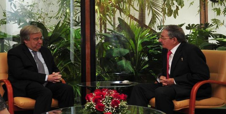 Antonio Guterres et Raul Castro à La Havane. Photo Estudios Revolución