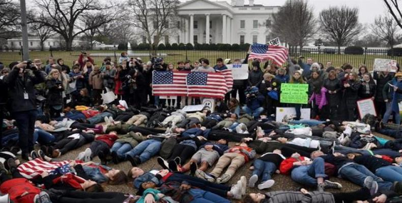 """Dozens of students staged a """"lie-in"""" at the gates of the White House on February 19, 2018.  Photo: AP"""