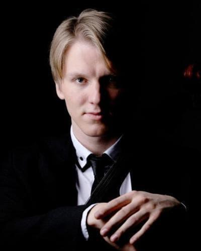 El violonchelista Nikolay Shugaev será uno de los protagonistas en los conciertos. Foto tomada del sitio oficial del músico.
