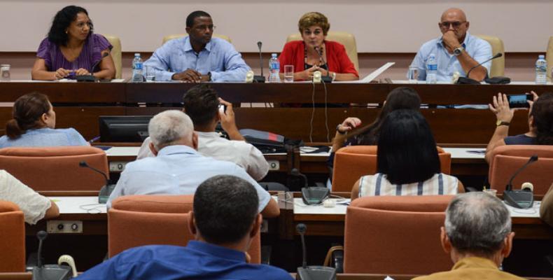 Rivas aseguró que Cuba espera atraer más inversiones extranjeras en la próxima edición de FIHAV. Fotos: Marcelino Vázquez Hernández