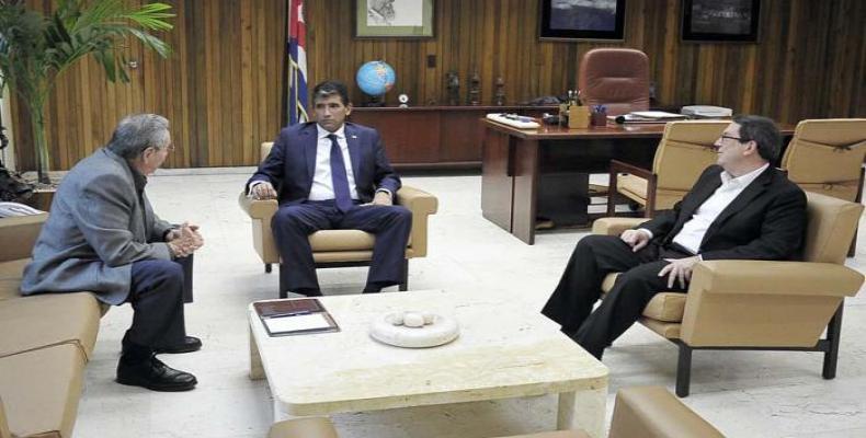 Reciente encuentro entre Raúl Castro y vicepresidente de Uruguay Raúl Sendic. (Imágen de www.cuba.cu)