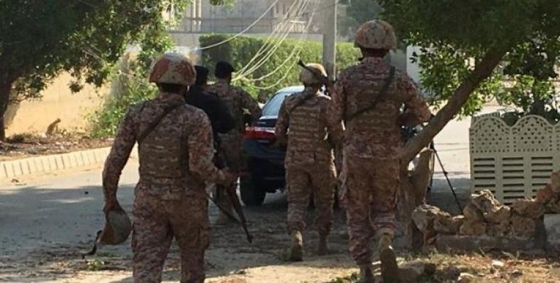 Soldados paquistaníes en consulado chino en Karachi