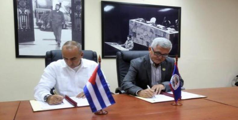 Soberón (I) y Andrews (D) coincidieron en la necesidad de promover un flujo migratorio regular, ordenado y seguro entre sus países. Foto: Cubaminrex