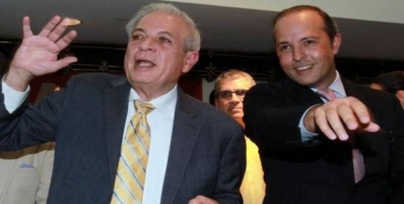 El alcalde de Miami, Tomás Regalado (I), con su hijo Tommy Regalado, quien entró en campaña esta semana. Foto: El Nuevo Herald