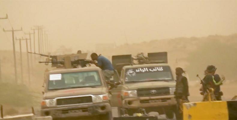Thousands flee Yemeni port city.  Photo: Press TV