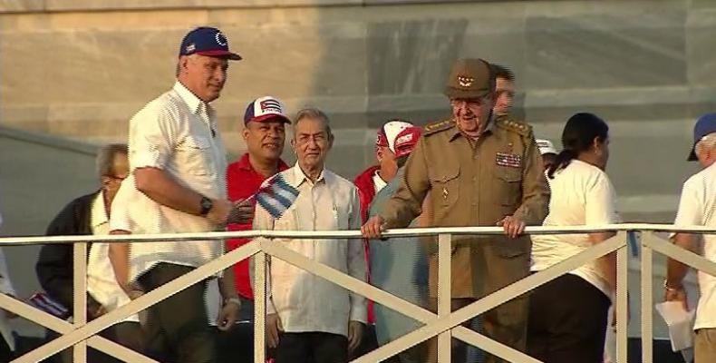 Raúl Castro e Díaz-Canel encabeçaram ato em Havana pelo Primeiro de Maio.