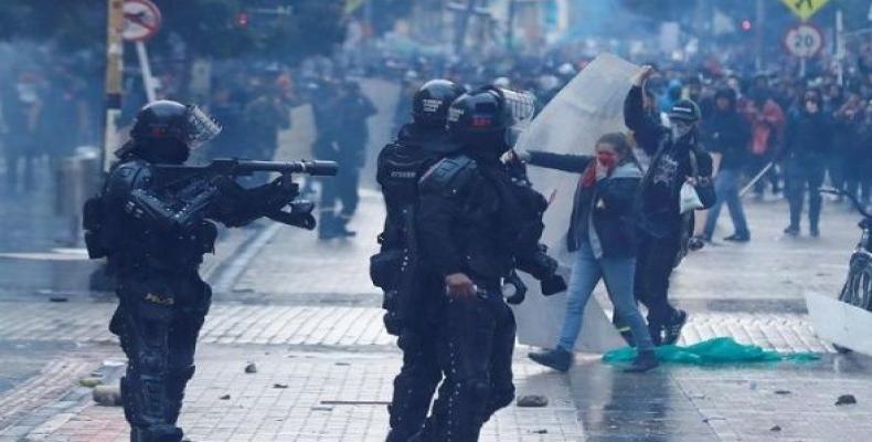 Fuerzaa represivas se enseñaron con los manifestantes