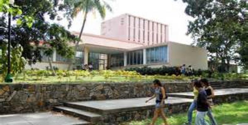 La Universidad Central de Las Villas también adecuó sus programas y horarios a la situación actual del país. Foto: Archivo