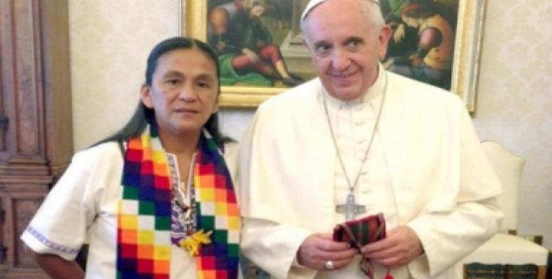 Milagro Sala y el papa reunidos en el Vaticano.  Foto Archivo