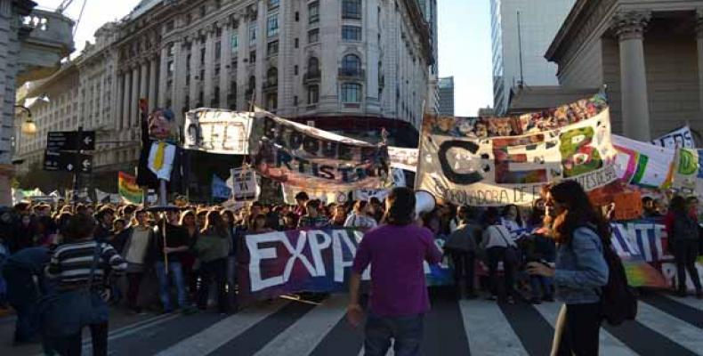 Multitudinaria marcha de estudiantes secundarios porteños en demanda de múltiples reivindicaciones y en repudio al gobierno de Macri.