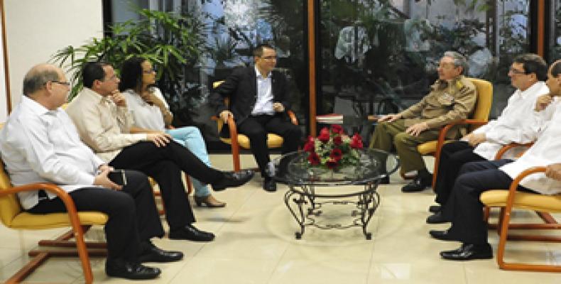 Presidente cubano, Raúl Castro y el canciller venezolano Jorge Arreaza