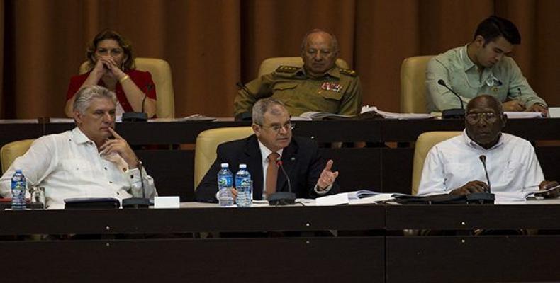 Homero Acosta conduce el debate sobre el Proyecto de Constitución de la República de Cuba.(Foto: Irene Pérez/ Cubadebate)