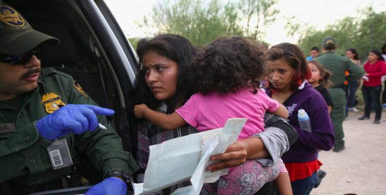 Trump tries to resolve separation of immigrant families.  Photo: AP