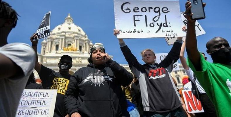 Masivas protestas en Estados Unidos demandan justicia por asesianto de afrodescendiente