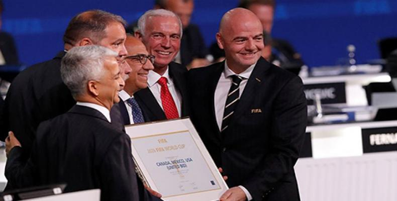 FIFA President Gianni Infantino (R) congratulated the United 2026 delegation in Moscow [Sergei Karpukhin/Reuters]