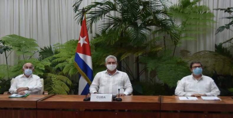 Acompañaron al presidente cubano, José Ramón Machado Ventura (I) y Bruno Rodríguez (D). Foto: @PresidenciaCuba