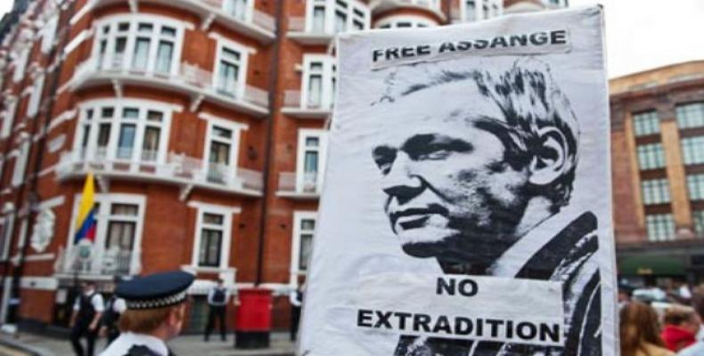 Protests outside Ecuadorian embassy in London.  Photo: Reuters