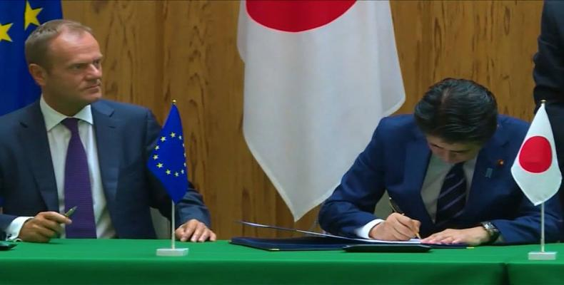 EU and Japan sign one of world's largest trade-acts.   Photo: AP